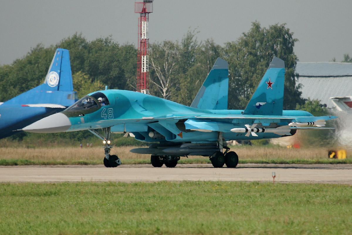 """Força Aérea da Rússia recebe novos caças bombardeiros Su-34 """"Fullback"""""""